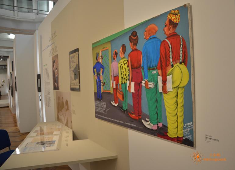 """Exposition """"Frontières"""" avec au premier plan, """"Demandeurs d'asile', Check Ledy, 1994."""